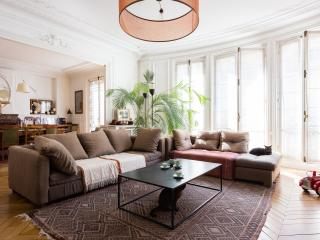 One Fine Stay - Rue Margueritte apartment, París