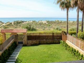 Beachfront Townhouse in Las Arenas in Bahia de Marbella