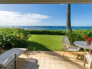 Kiahuna 198-BEACH FRONT 1 bedroom with awesome ocean views on stunning Kiahuna Beach, Poipu