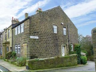 DAILY'S PLACE, character, wodburners,pet-friendly, WiFi in Haworth Ref 929569