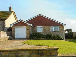LINDEN LEA detached, ground floor, sea views, close to beach and walks, hot tub in West Bexington Ref 933164