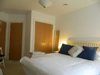Large ensuite double, own entrance and parking, Southampton