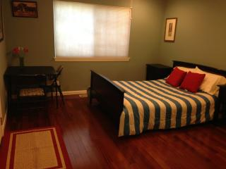 Spacious room with full bath & Private Entrance, San Jose