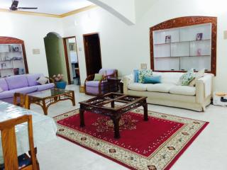 Peace Haven (Gold Lotus bedroom) walk to KPJ, yoga, Mysore