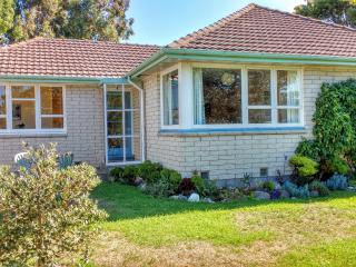Seva Cottage ~ Comfortable Family Home, Christchurch