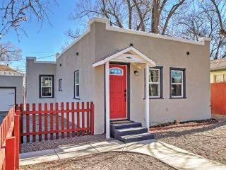 Cozy Prescott House - Walk 0.8 Miles to Downtown!