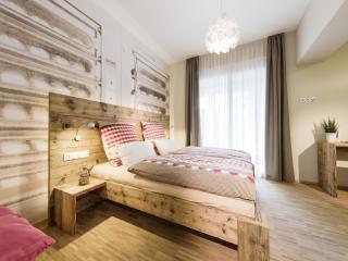Guest Room in Friedrichshafen - 205 sqft,  (# 9390)