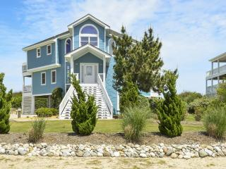 OCEANFRONT, PRIVATE POOL & REC ROOM in Whalehead, Corolla