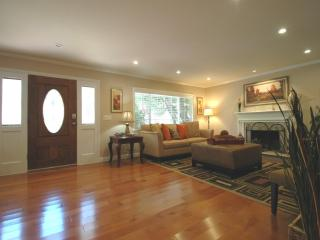 GORGEOUS AND REMODELED 4 BEDROOM HOME IN MENLO PARK, Menlo Park