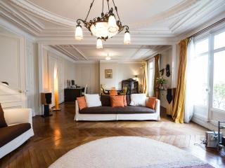 All Inclusive 3 Bedroom Apartment Near the Eiffel Tower, París