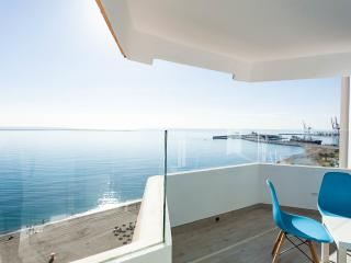 Seaview apartment in the center of malaga con parking y wifi