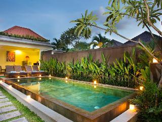 M & D Guest House By Bali Villas Rus -EAT STREET VILLA IN CENTRAL SEMINYAK