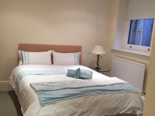 cute basement 1 bedroom flat kensington, London