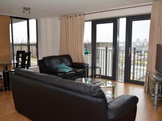 STRATFORD 2 BEDROOM APARTMENT,SLEEPS 6