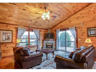 "Ridge View Cabin ""Home Away From Home"" 2.7 miles from TIEC, Rutherfordton"