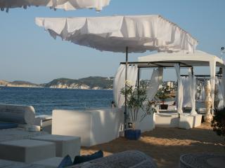 Luxury Holiday Villa, tropical gardens, pool, 6per