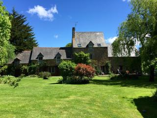 Dinan Beautiful detached character house