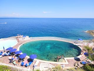 Elba bilocale con giardino mare a piedi piscine ristopizza relax e SCONTO NAVE