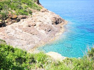 Elba PROMOZIONE BASSA STAGIONE + SCONTO NAVE bilocale con giardino mare a piedi