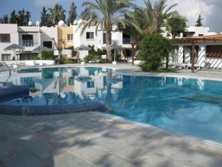 2 bdr apt at Pafos Gardens 0.5 m from sandy beach