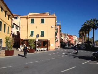 Tres bel appartement Riva Ligure 150m de la mer.