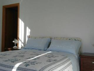 Cosy and comfortable large room with bathroom, Monterosso