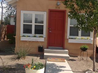 Cozy Cottage near Zoo, Downtown, & Old Town, Albuquerque