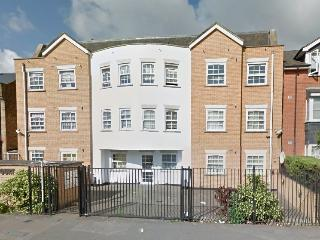 2bed 2bath fully furnished ground floor Flat, Harrow