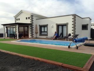 Villa Dalriada - luxury detached villa with pool, Playa Blanca