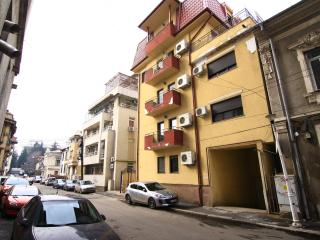 2 bedroom apartment near Old City