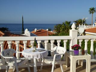 Villa with heated pool and sea view