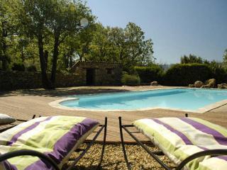 Mas en Luberon, piscine chauffée, 2 à 6 personnes.