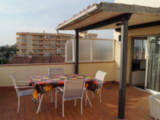 Apartamento con amplia terraza y parking (A36), Roses