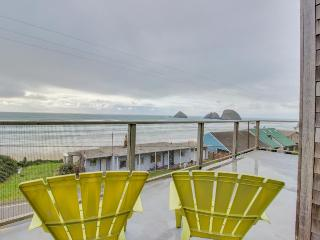 Stunning & modern oceanview home - a block and a half from the  beach!, Oceanside
