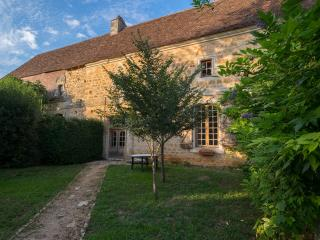 4 cottages with pool and jacuzzi 12 km from Sarlat, Vitrac