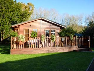 CEDAR LODGE, single storey lodge in spacious grounds, fishing on site, en-suite,