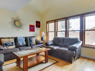 Cozy condo w/ pool, hot tub, & Fort Lewis College next door!, Durango
