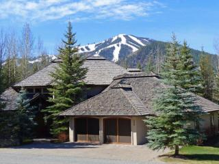 Bigwood Golf Course Gorgeous Home with Baldy Views, Sun Valley