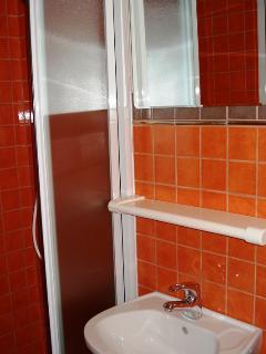 A1 Novi(2+2) : bathroom with toilet