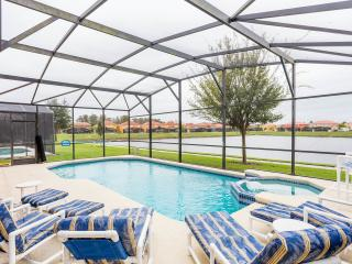 Luxurious 6 bed pool home with spa close to parks!, Kissimmee
