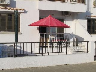 2 bedroom gf flat with wifi in superb location, Ayia Napa