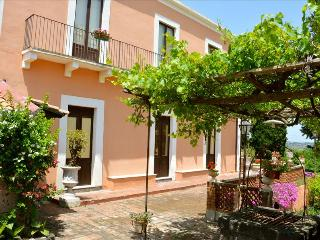 Villa Bonaccorso - La Dimora An oasis of tranquility immersed in nature in the f