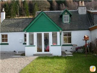 Refurbished traditional cottage with panoramic Loch Ness views.