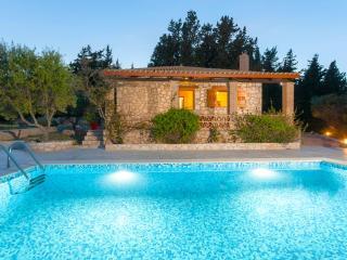 Liuba Houses - Christina House with Private Pool
