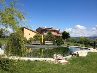Cosy Countryhouse near Todi, natural pool, horses, Fratta Todina