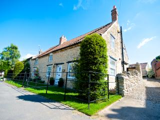 Yew Tree Cottage; Beautiful  Luxury Holiday Farmhouse Cottage near York & Malton, Westow