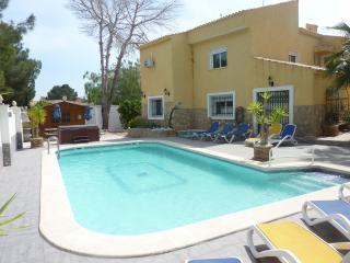 Luxury 6 Bedroom Villa With Private Pool & Jacuzzi, Villamartin