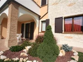 Apartment with private garden and swimming pool, Genga
