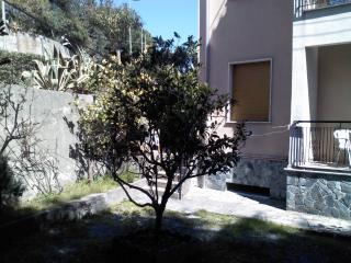 sp- appartamento con giardino e posto auto, Spotorno