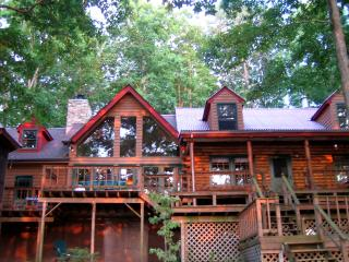 Lake Cabin Retreat - WiFi, Waterfront, Hot Tub, Mineral